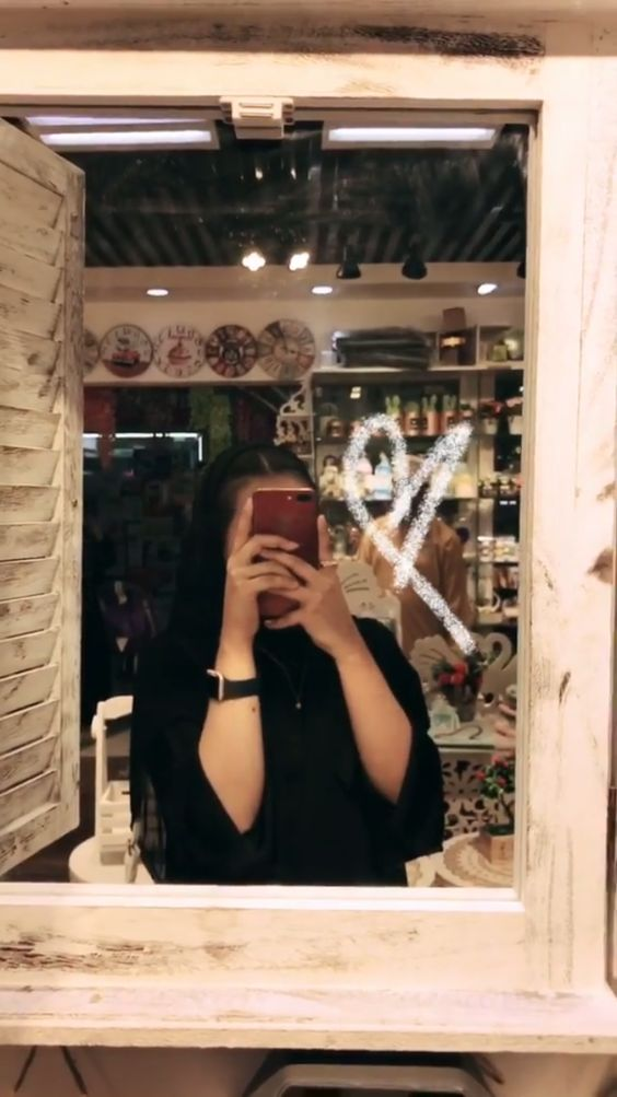 foto de chica tumblr frente al espejo de cafetería