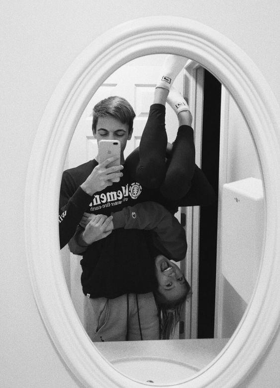 foto tumblr de pareja joven en el baño